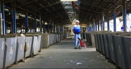 Curăţenie generală în Piaţa Gării din Craiova